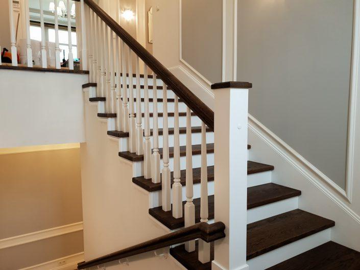 schody drewniane ciemne